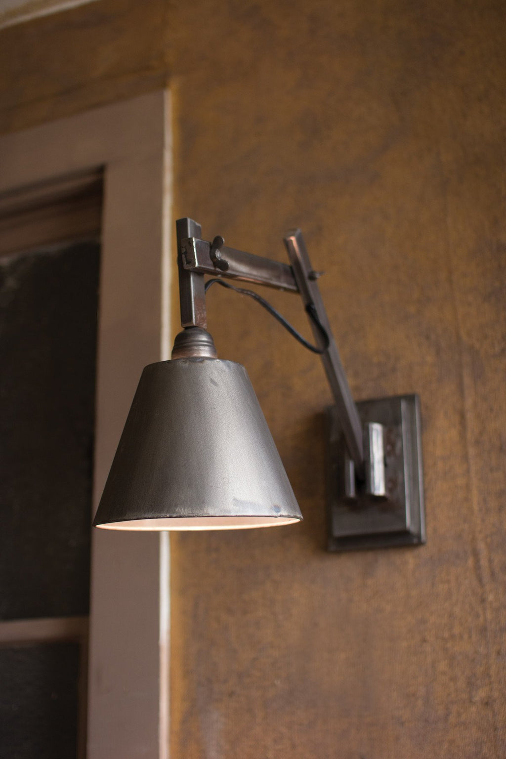Urban Farmhouse Designs Wall Studio Lamp
