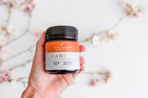 woman-holding-umf-10+-manuka-honey