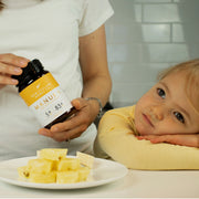 mother-holding-manuka-honey-for-her-daughter