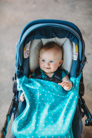 Blue and white stars travel stroller blanket with clips and fuzzy fleece back.