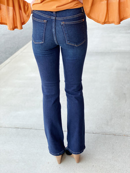 Judy Blue Mid Rise Bootcut Jeans in Dark Wash
