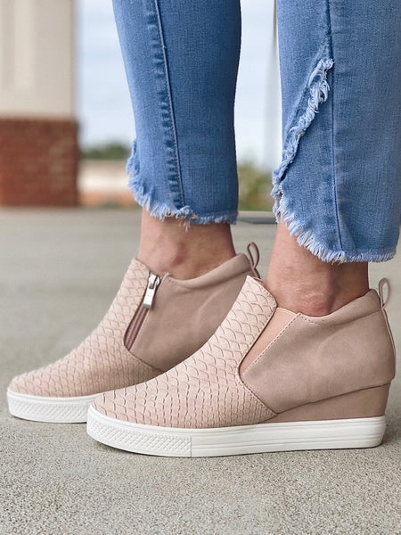 The Viva Sneakers in Mauve