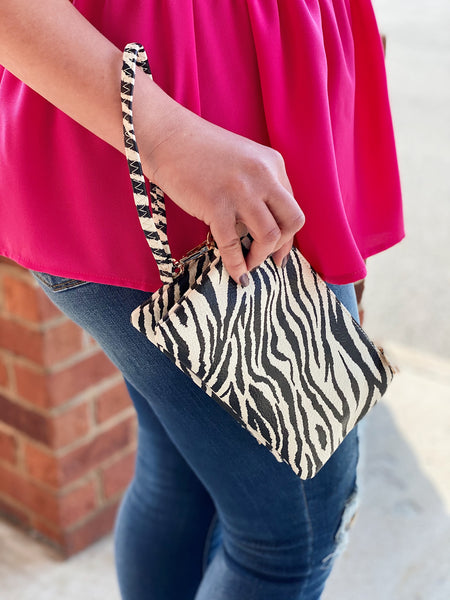 The Riley Crossbody/Wristlet in Tiger