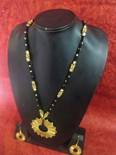 Load image into Gallery viewer, Dokra Round Pendant Neckpiece Set