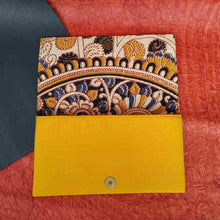 Load image into Gallery viewer, Flower Kalamkari Clutch