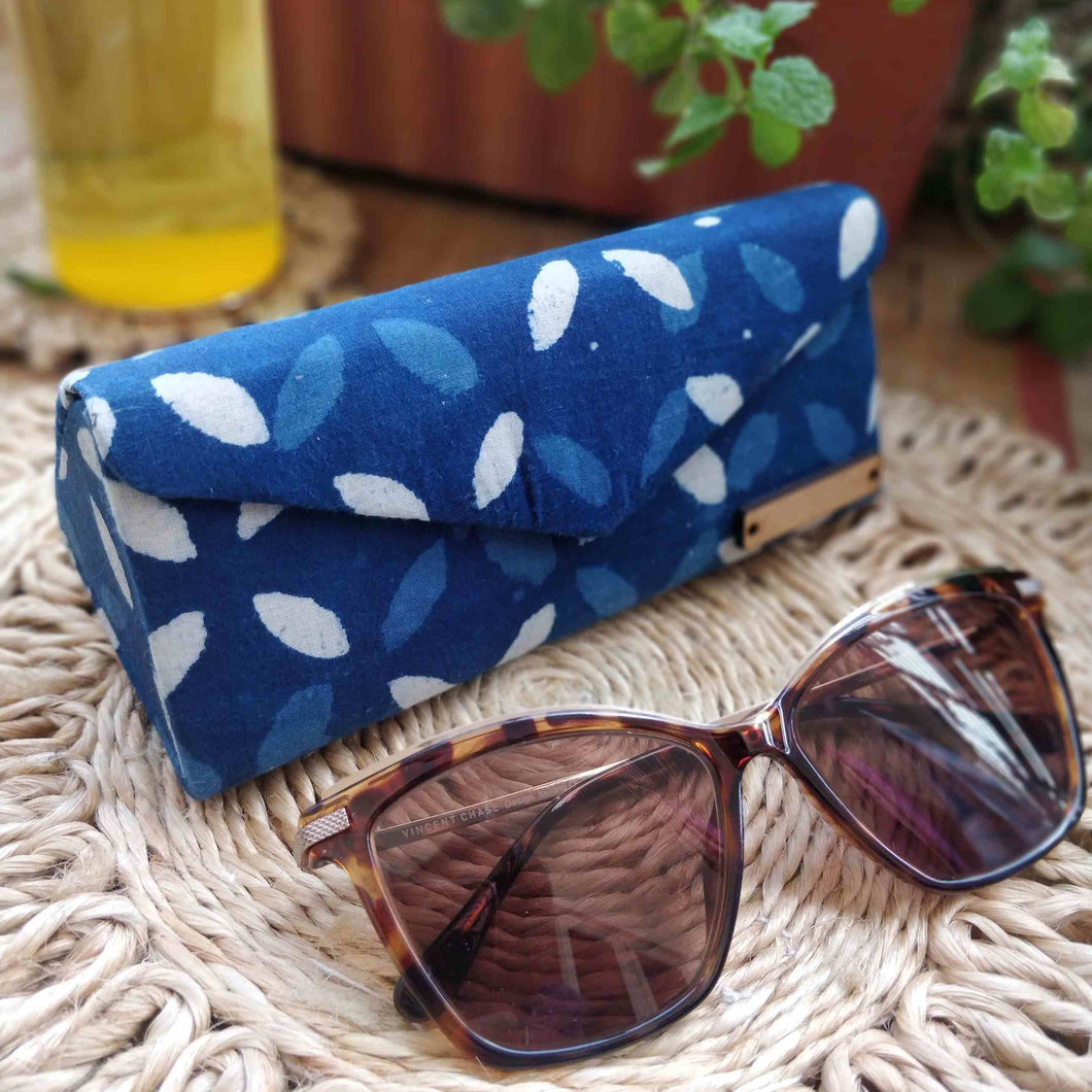 Chanchal Indigo Leaves Shade Case