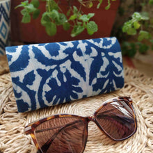 Load image into Gallery viewer, Indigo Shade Case Chanchal Neela Collection