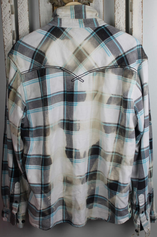 Vintage White, Black, and Turquoise Flannel Size Extra Large