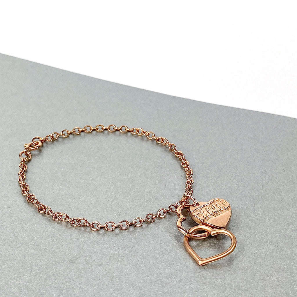 Cariad am byth: linked hearts with solid etched heart charm bracelet
