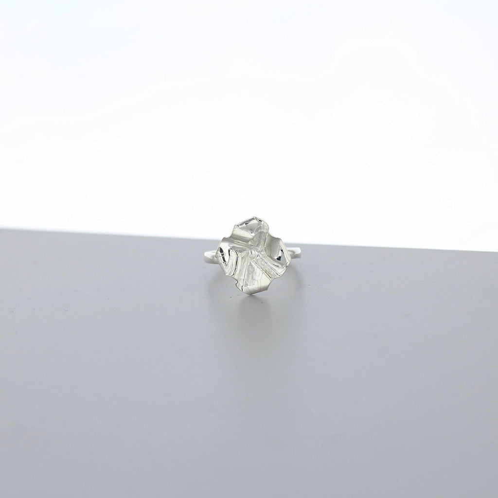 Decorative Concepts: small top ring, silver