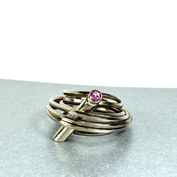 Solitaire: 18ct white gold and pink sapphire ring - size L/M