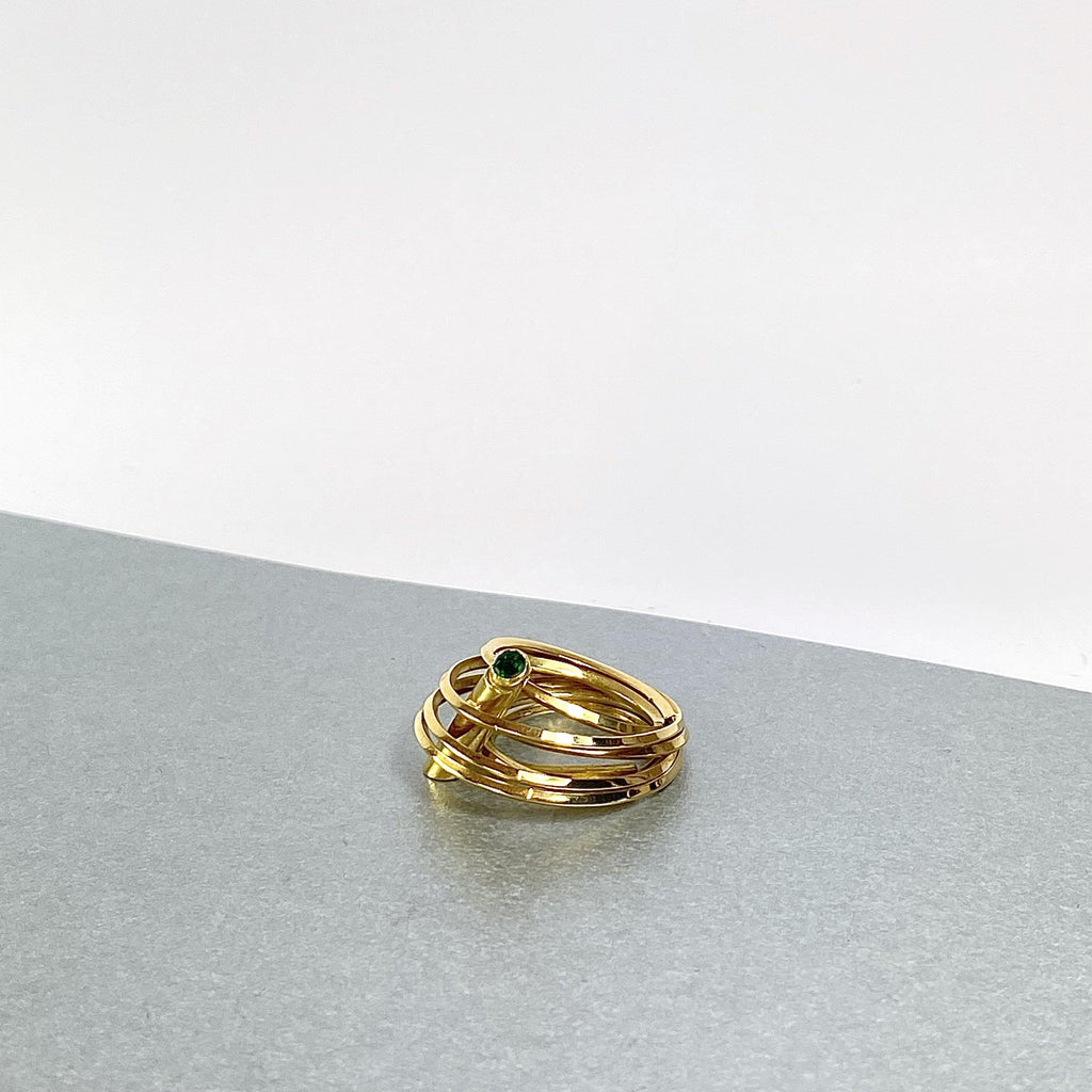 Solitaire: 18ct yellow gold ring set with an emerald - size J/K