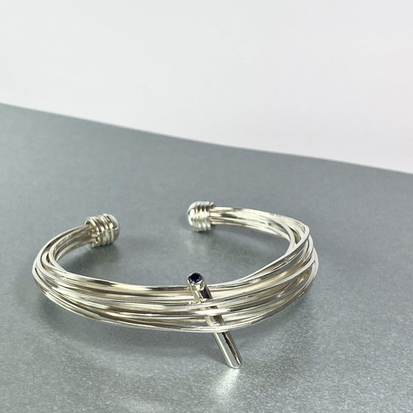 Solitaire: silver torque bangle with an Iolite - Mari Thomas Jewellery