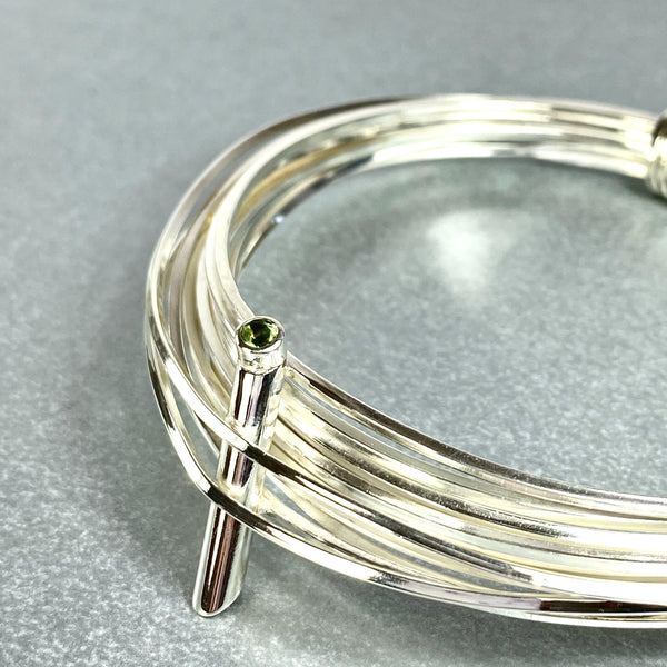 Solitaire: silver torque bangle with a peridot - Mari Thomas Jewellery