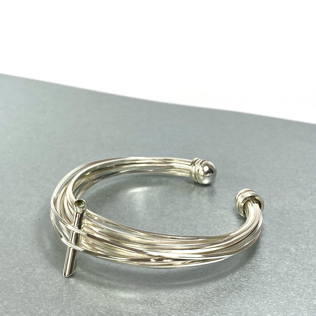 Solitaire: silver torque bangle with a peridot