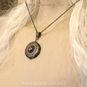 Collier Protection Pendentif 'Amddiffyn' Bronzite