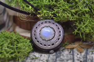 Collier de Protection Pendentif 'Amddiffyn' Labradorite Blanche - Rainbow Moonstone - Bois - paganisme - WICCA - korrigane