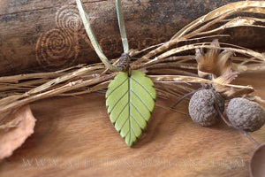 Collier Totem Woodlands Feuille - korrigane