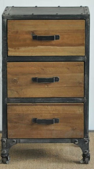 Country style antique wooden chest of drawers.