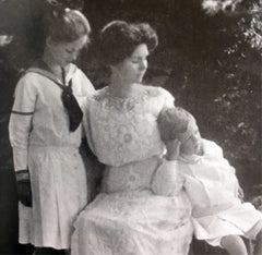 Irma S. Rombauer, author of Joy of Cooking, with 2 children