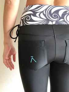 [ĀKĀSHA] High-Waist Water Leggings (Black)