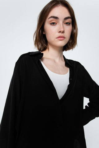 Relaxed black shirt