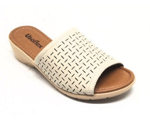Load image into Gallery viewer, Easy fit Sandal in Ivory - AB6903