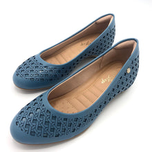 Load image into Gallery viewer, round-toe flat  in Blue-1264-038