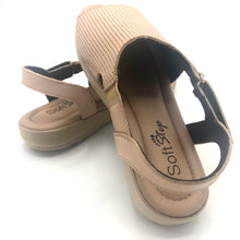Load image into Gallery viewer, Leather Sandal in Camel w/Velcro 41012