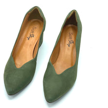 Load image into Gallery viewer, Nubuck Leather block Hells in Olive - 300216