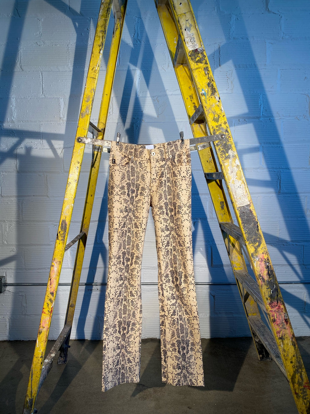 1/1 SMV BROWN SNAKE PRINT PANTS