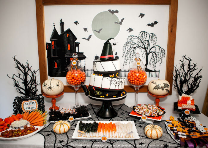 Halloween Cake Display with a 14 inch Black Cake Stand