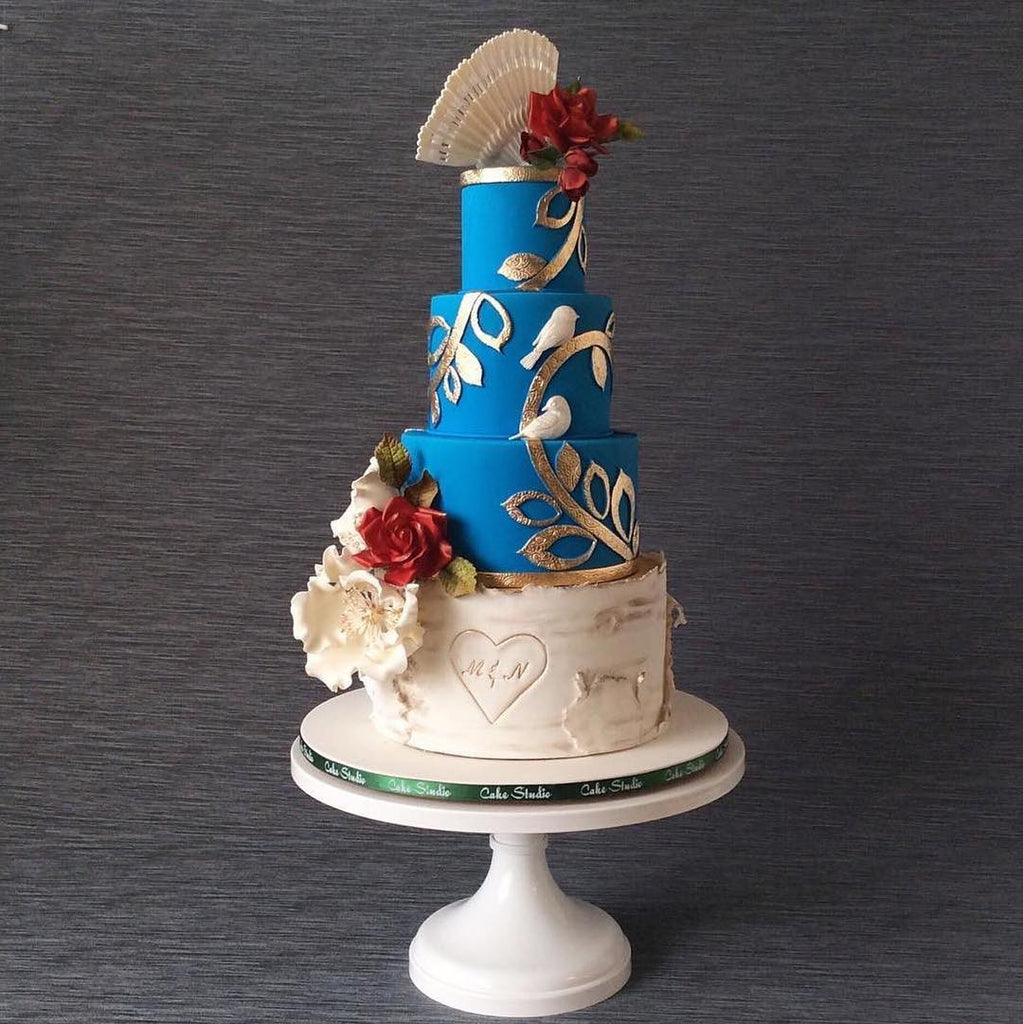Festive cake paired with a 14 inch white cake stand