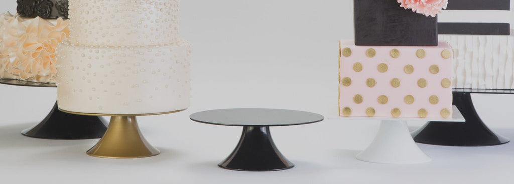 Do I need a cake stand for my wedding cake?