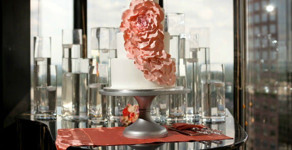 10 Tips for Displaying Your Wedding Cake