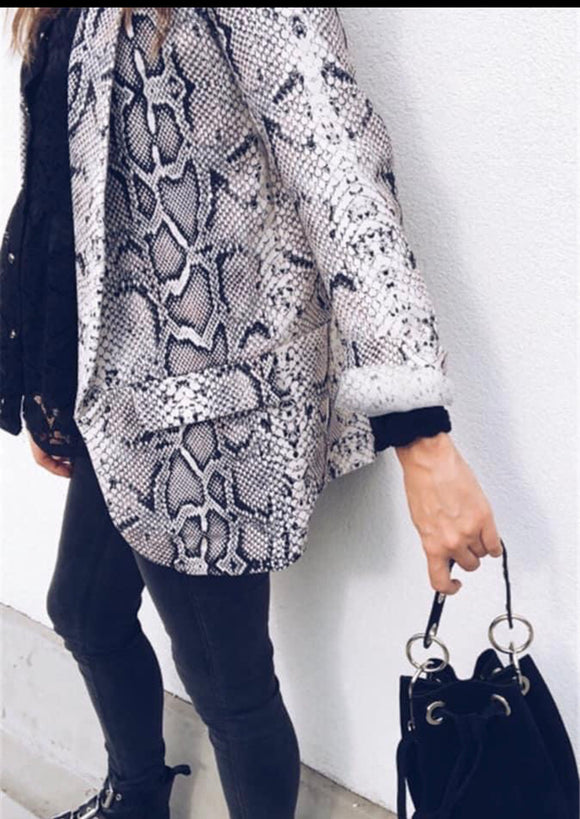 THE CARRIE SNAKEPRINT JACKE