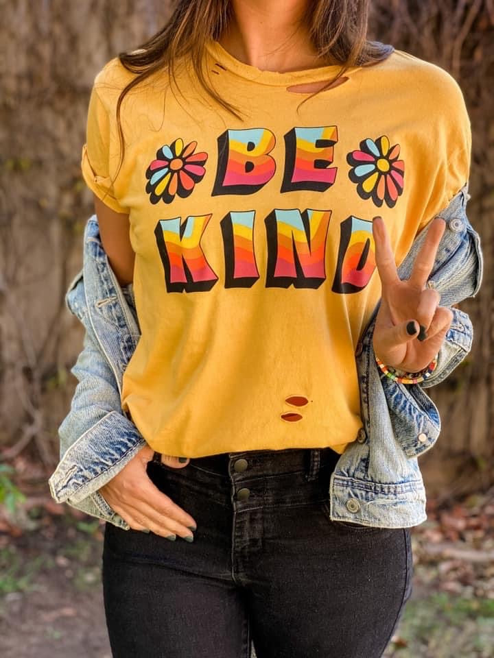 BE KIND DISTRESSED GRAPHIC TEE