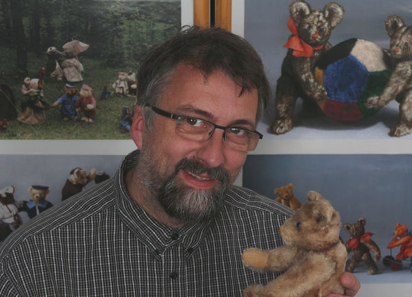 Daniel Hentschel. Antique Bear Collector