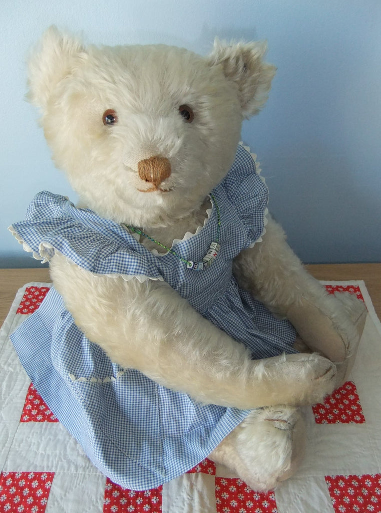 Kathy Martin. Antique and Artist Bear Collector