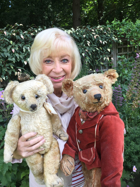 18 Sue Pearson. Antique Bear Collector