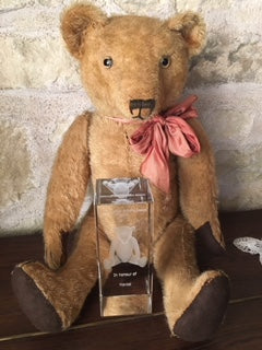 Helene Sabatier. Antique Bear Collector