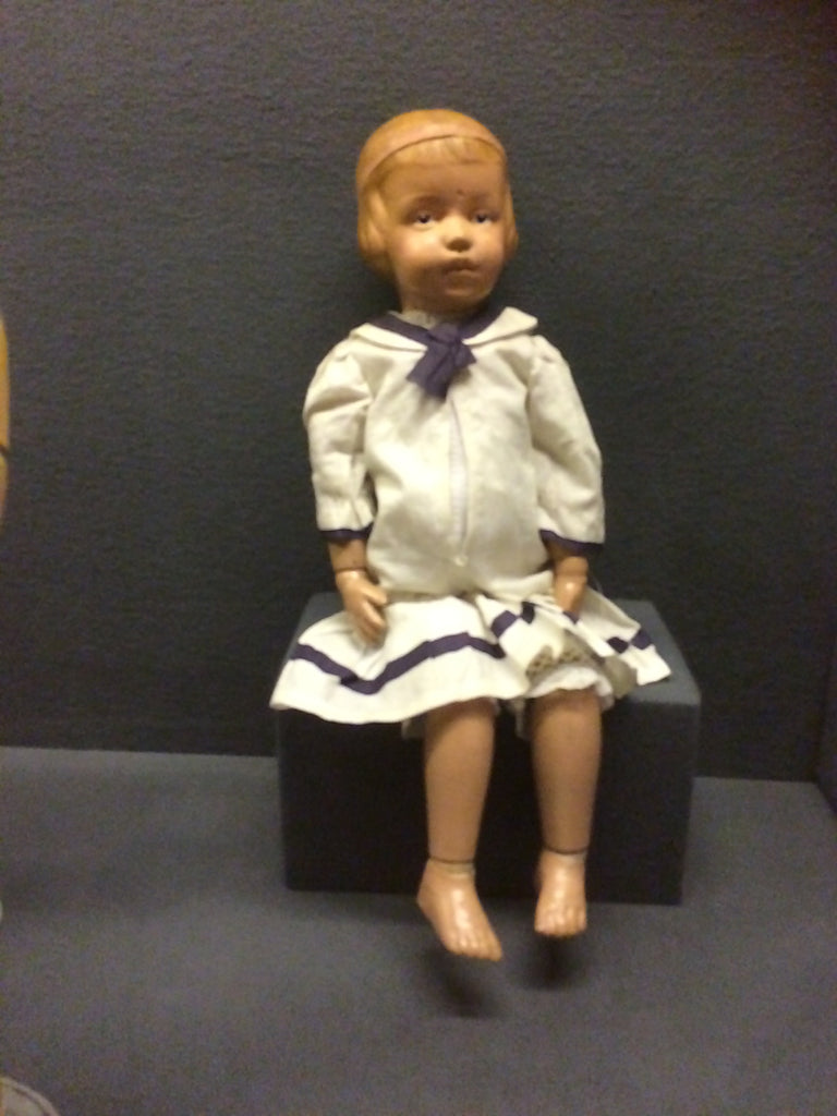 Suzy Vincent. Antique Doll Collector