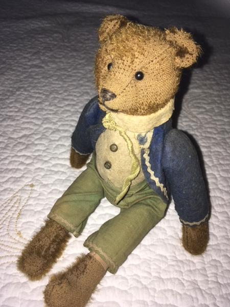 Kathi Ellis. Antique Bear Collector