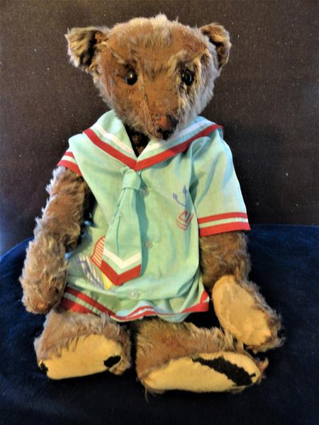 Keely Brown. Antique Bear Collector