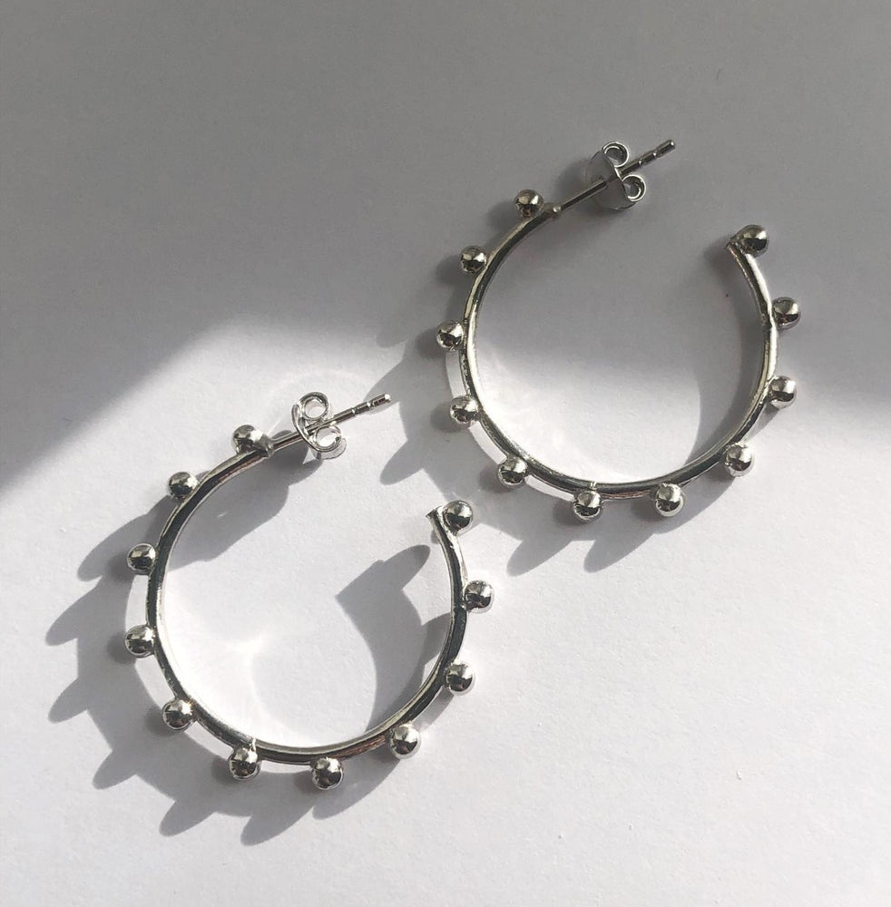 Jodie - Ball Hoops In silver -