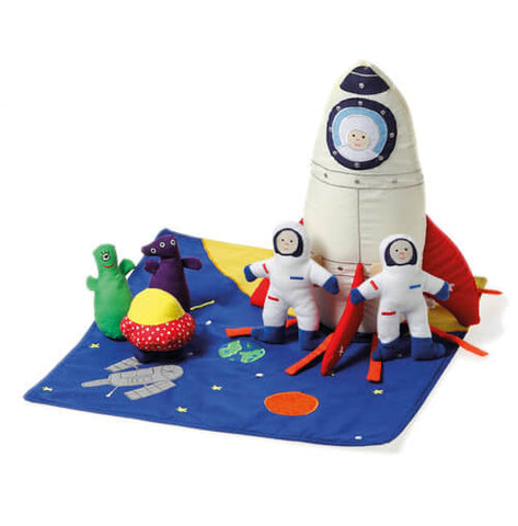 Oskar & Ellen rocket ship and aliens available at Gwen & Friends