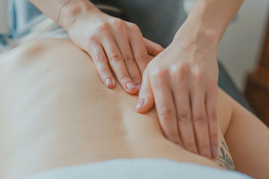 5 Ways Massage Therapy Complements Physiotherapy