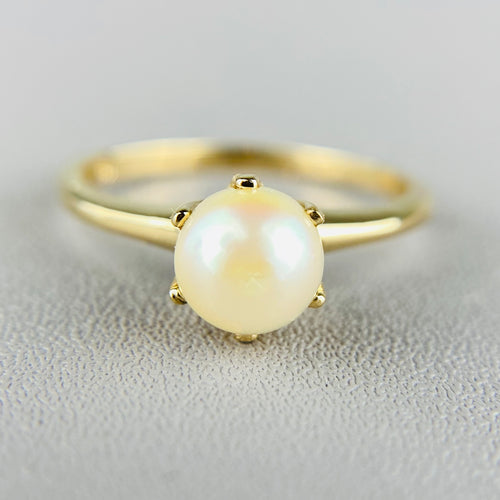 Vintage yellow gold simple claw set pearl ring