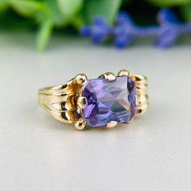 Vintage Color change sapphire ring in yellow gold