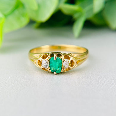 Edwardian emerald and diamond ring in 18k yellow gold